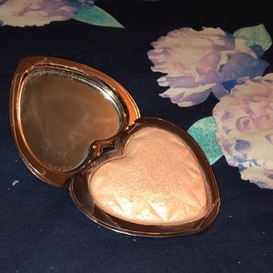 Too faced love light highlighter